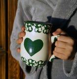 长袍和杯子早晨 库存图片