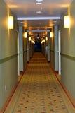 长走廊的走廊 免版税库存图片