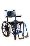 长辈的洗脸台椅子 有洗手间篮子的轮椅残疾人的 免版税图库摄影