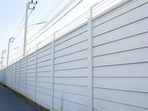 长远看法的白色灰色混凝土墙纹理背景与e 库存图片