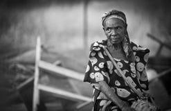 年长非洲妇女在乌干达 免版税库存图片