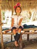 长颈鹿女孩长的脖子纵向年轻人 免版税库存图片
