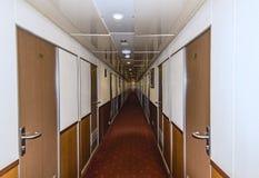 长,狭窄的走廊 免版税库存照片