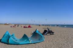 长滩的图片在kitesurfers黑山会议03- 免版税库存图片