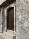 门传统入口的房子 免版税库存图片