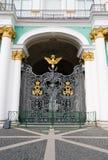 门偏僻寺院宫殿冬天 免版税库存图片