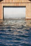 门停车库淹没了 库存图片