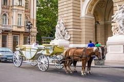 门入口涉及的前面家 歌剧和芭蕾傲德萨国家学术剧院 免版税库存图片