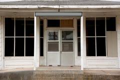 门入口涉及的前面家 免版税库存照片