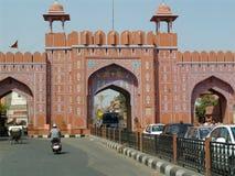 门到桃红色城市里,斋浦尔,印度 免版税库存照片