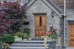 门前房子 库存图片