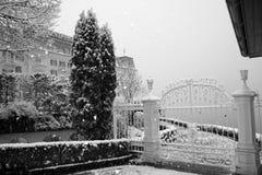 门加工铁的冬天 免版税库存照片
