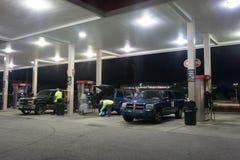 门加油站 库存图片