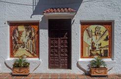 门和瓦片,马尔韦利亚,西班牙 库存图片
