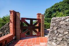 门和窗口前英国领事的住所在高雄,篱芭的台湾 库存照片