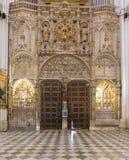 门和装饰品在大教堂Primada圣玛丽亚de托莱多里 免版税图库摄影