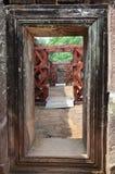 门和路在Wat Phu或大桶Phou城堡里面 图库摄影