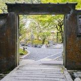 门在公园在京都,日本 库存照片