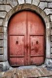 门在古老堡垒其中一视域在塔拉贡纳 免版税库存照片