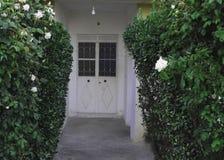 门在庭院里 库存照片