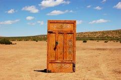 门在沙漠 库存图片
