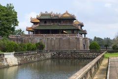 门在皇家禁止的紫色城市,侧视图 颜色,越南 图库摄影