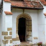 门在被加强的撒克逊人的中世纪教会哈曼,特兰西瓦尼亚,罗马尼亚里 库存照片