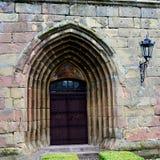 门在被加强的撒克逊人的中世纪教会哈曼,特兰西瓦尼亚,罗马尼亚里 库存图片