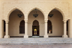 门开放入口的清真寺 免版税库存图片