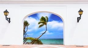 门开放棕榈滩 免版税库存照片