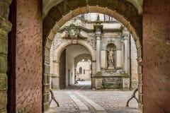 门户到克伦堡城堡里 免版税库存照片