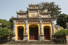 门户在颜色的禁止的紫色城市,越南 库存照片
