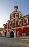 门户外堡教会在构想女修道院在莫斯科 免版税库存图片