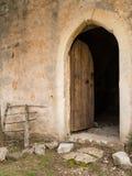 门户开放主义一个老教堂在克罗地亚 库存照片