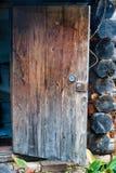 门户开放主义有把柄和锁的一个木屋 免版税库存图片