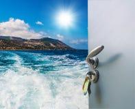 门户开放主义有海运视图 免版税图库摄影