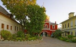 门户教会在莫斯科视图的构想女修道院从内在t 免版税库存图片