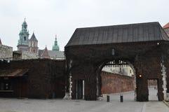 门户Wawel城堡,王宫在克拉科夫 免版税库存图片