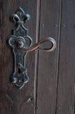 门把和褐色木门 库存图片