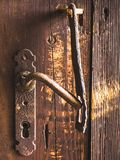 门把手和锁特写镜头  免版税库存图片