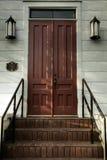 门无言台阶 库存图片