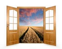 门横向开放春天 库存图片
