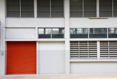 门橙色墙壁白色 免版税库存图片