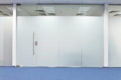门玻璃办公室 免版税库存图片