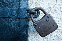 门生锈铁的锁定 免版税库存照片