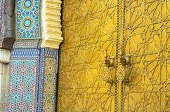 门的摩洛哥艺术对Fes王宫的  图库摄影