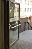 门紧急出口玻璃 免版税库存照片