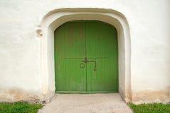 门绿色中世纪被绘木 免版税库存照片
