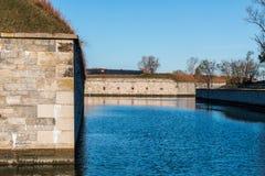 门罗堡护城河和堡垒墙壁 免版税库存照片