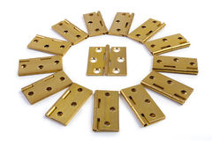 门花太阳圈子的铰链 金黄黄铜 在白色 免版税库存图片